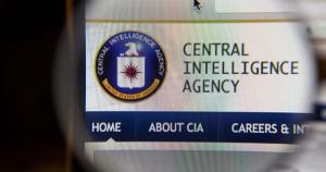 ලෝකයම අමාරුවේ දාන CIA රහස් මෙහෙයුමට වැඩ වරදී - රුසියානු සයිබර් නිර්මාණ ශිල්පිනියක් සියල්ල හෙළි කරයි